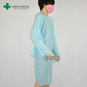 China China manufacturer waterproof hospital CPE gown,wholesaler custom CPE isolation gown,blue medical CPE surgical gown factory