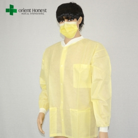 China disposable laboratory coat suppliers,disposable PP yellow lab coat with pocket,hospital medical doctor lab coats factory
